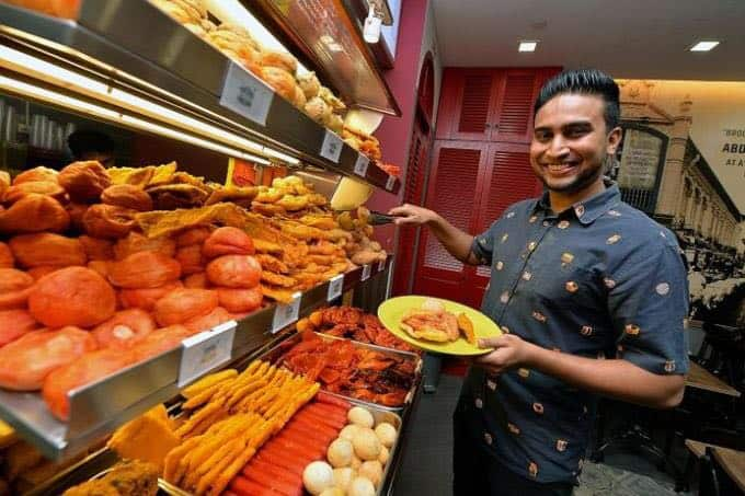 How This 30 Year Old Used Tradition To Keep His Father's Rojak Business Alive