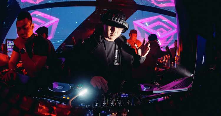Meet The 23 Year Old S'porean Who Is A Student By Day And DJ By Night